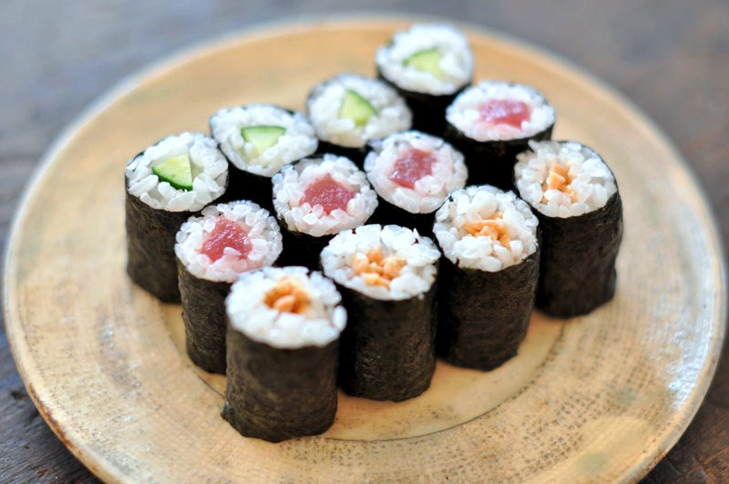 6 Types of Sushi Rolled sushi (maki zushi)
