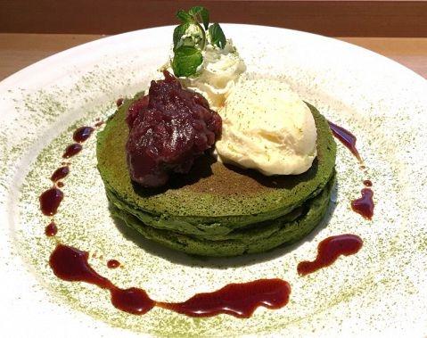 Pancakes: Ki-mizu-tsuchi Cafe (Omotesando)